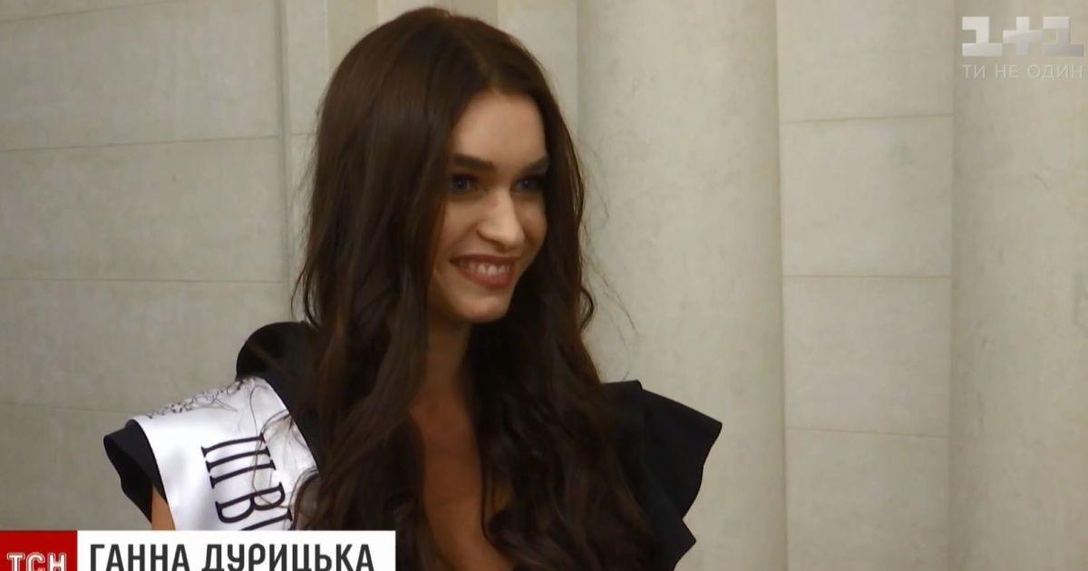 Анна Дурицкая на конкурсе моделей.