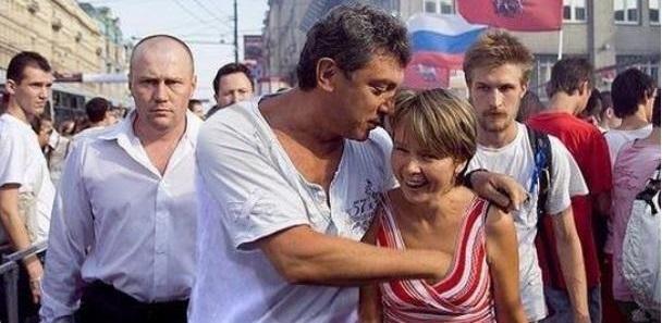 Если это не фотошоп, то Немцов реально сбрендил со всеми этими бабами.