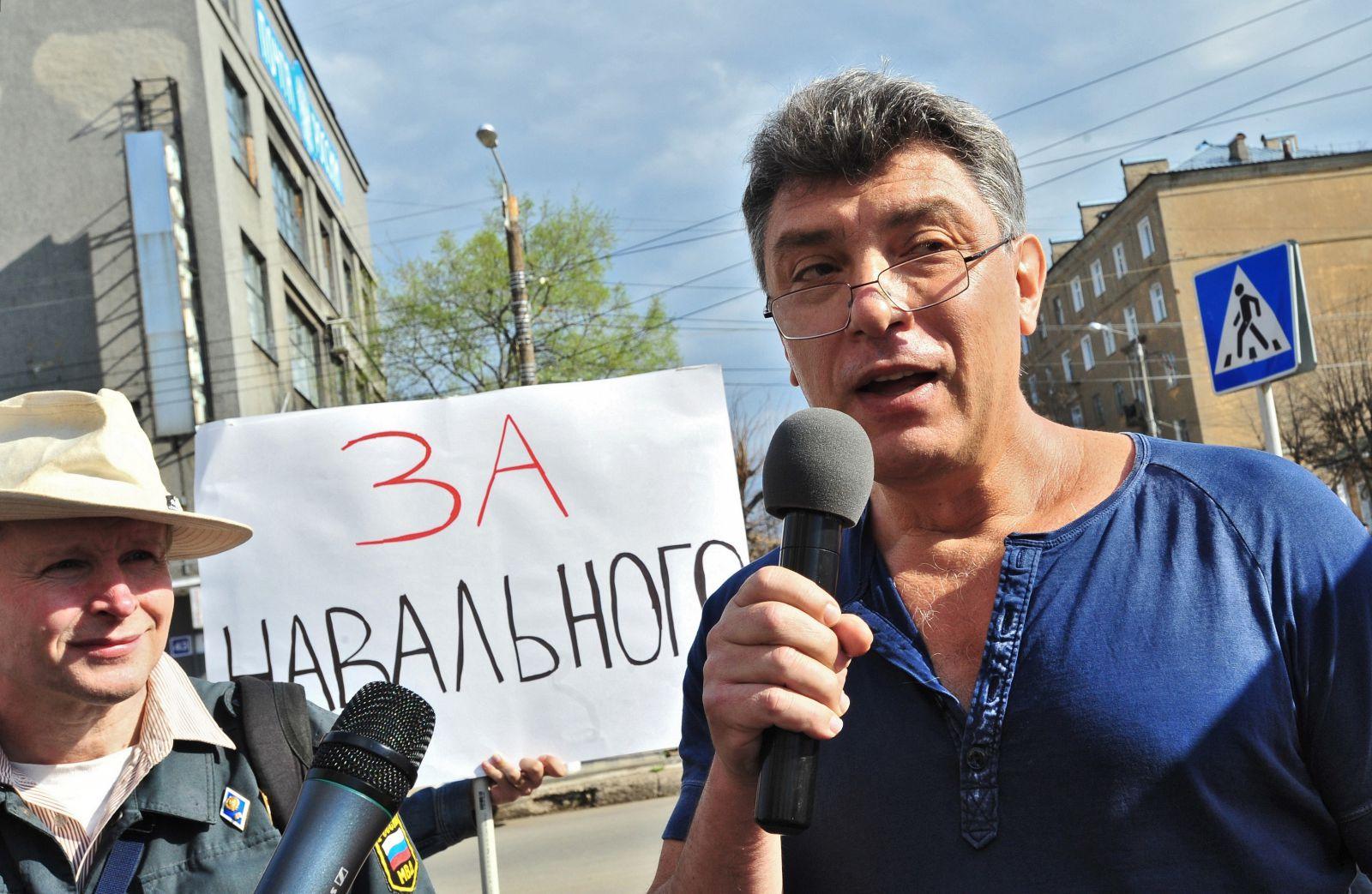 Немцов топит за Навального