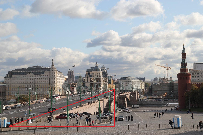 Пандус, площадка и каменный мост-жертвенник в Москве.
