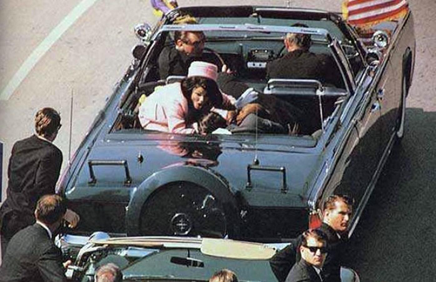 Президент Джон Кеннеди со своей вдовой.